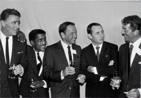 De izquierda a derecha: Peter Lawford, Sammy Davis Jr., Frank Sinatra, Joey Bishop y Dean Martin.